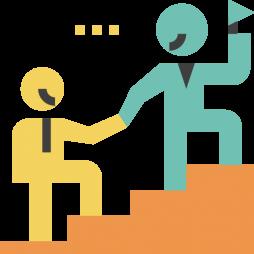 personas ayudando a subir escaleras-liderazgo