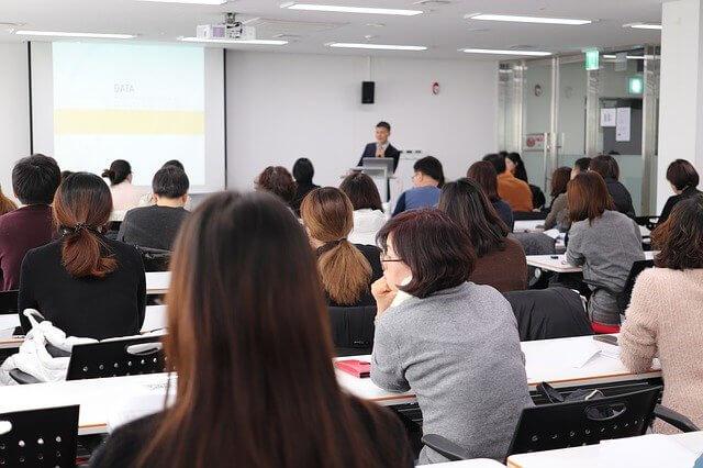 Imagen de ofrecimiento de un taller o charla.